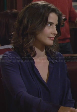 Robin's blue pleated blouse with black collar on How I Met Your Mother