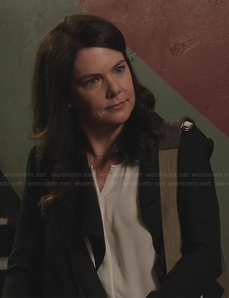 Sarah's white blouse and black jacket on Parenthood