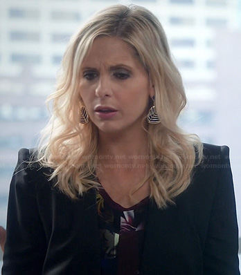 Sydney's black leather trim blazer and blue/gold earrings on The Crazy Ones