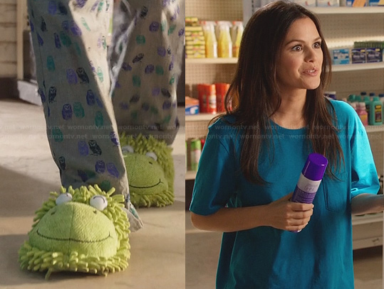 Zoe's frog slippers and owl pyjama pants on Hart of Dixie