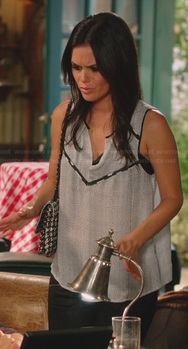 Zoe's grey speckled-dot top with black trim and leather panel jeans on Hart of Dixie