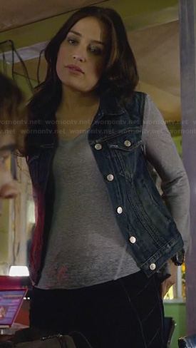 Annie's denim vest and piped detail jeans on Covert Affairs