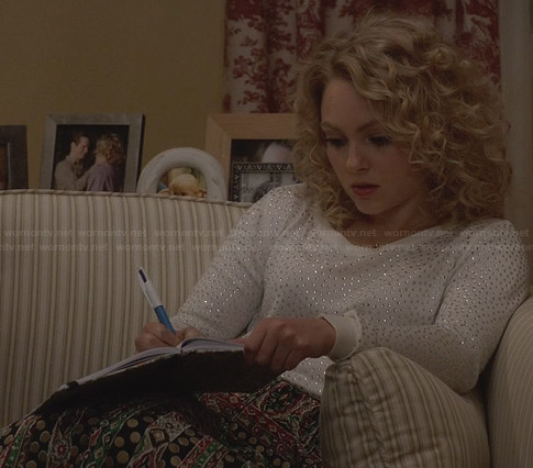 Carrie's white studded sweater on The Carrie Diaries