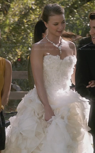 Emily's photoshoot wedding dress on Revenge