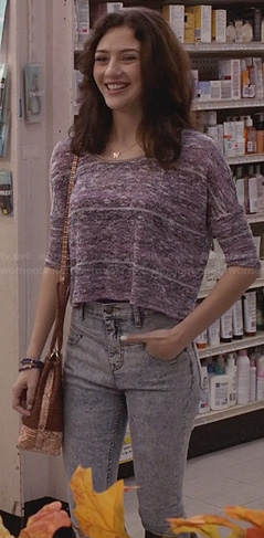 Maggie's purple crop top and high waisted acid wash jeans on The Carrie Diaries