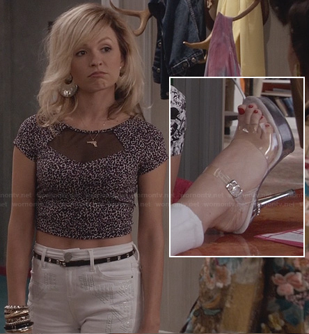 Samantha's pink leopard print top with mesh insert and white high waisted jeans with clear plastic strap heels on The Carrie Diaries