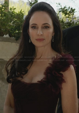 Victoria's burgundy gown at Emily's wedding on Revenge