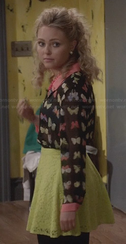 Carrie's black and pink butterfly printed top on The Carrie Diaries