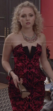 Carrie's pink and black strapless dress on The Carrie Diaries