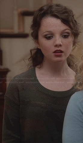 Dorrit's camo sweater on The Carrie Diaries