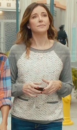 Ellie's grey and white sweater with front pockets on Cougar Town