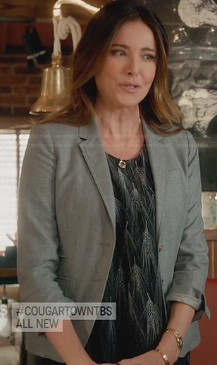 Ellie's black and white wheat print top and grey blazer on Cougar Town