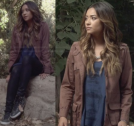 Emily's blue graphic tank top, brown jacket, leather look jeans and studded shoes on Pretty Little Liars