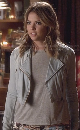 Hanna's sunglasses print jeans and lightwash denim jacket on Pretty Little Liars