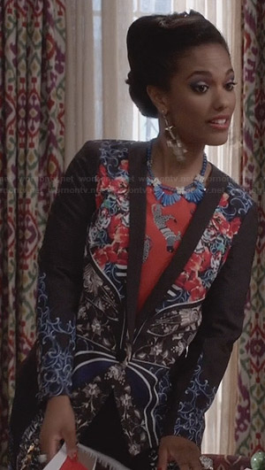Larissa's floral print blazer on The Carrie Diaries