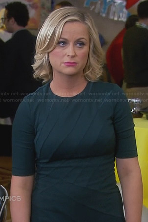 Leslie's green seam detail dress on Parks and Recreation