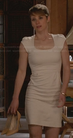 Margaux's white scoopneck dress on Revenge