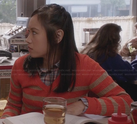 Mouse's orange and beige striped cable knit sweater on The Carrie Diaries