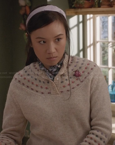 Mouse's beige button top sweater on The Carrie Diaries