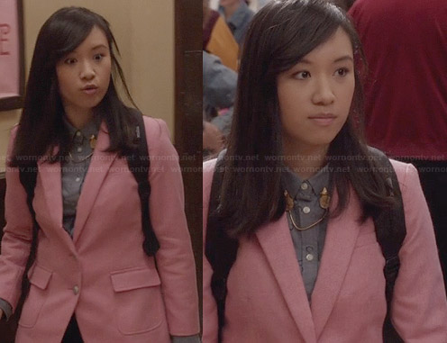 Mouse's horse shoe print shirt and pink blazer on The Carrie Diaries
