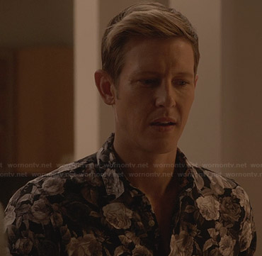 Nolan's grey floral shirt on Revenge