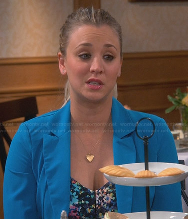 Penny's turquoise blue blazer and heart pendant necklace on The Big Bang Theory
