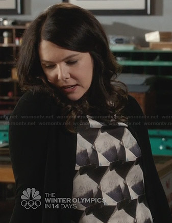 Sarah's blue geometric print top on Parenthood
