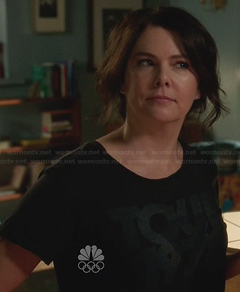 Sarah's tour 1978 tshirt on Parenthood