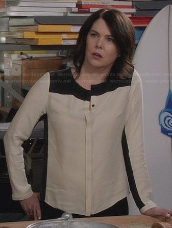 Sarah's black and white blouse on Parenthood