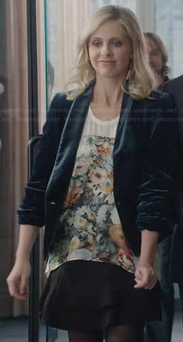 Sydney's floral top and green velvet blazer on The Crazy Ones
