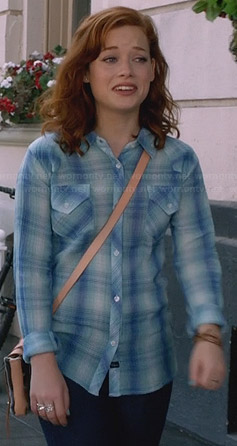Tessa's blue plaid shirt on Suburgatory