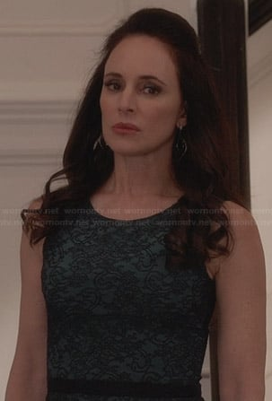 Victoria's green lace dress on Revenge