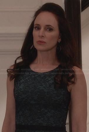 Victoria's green lace dress on Revenge