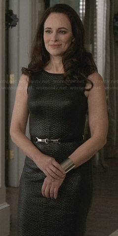 Victoria's black textured leather dress on Revenge
