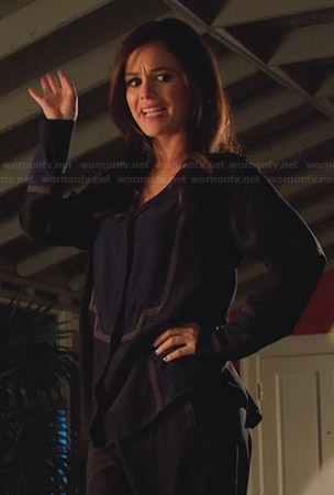 Zoe's black and navy color block PJs on Hart of Dixie