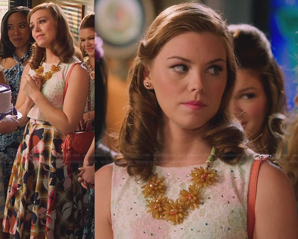AnnaBeth's checked and floral skirt and flower necklace on Hart of Dixie