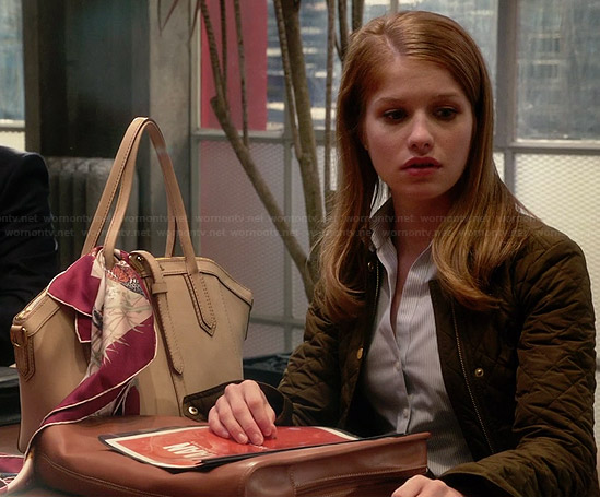 Caitlin's green quilted jacket and cream leather bag on House Of Lies
