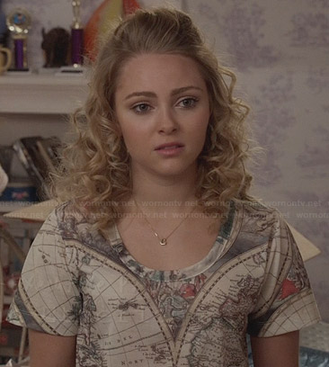 Carrie's map graphic tee on The Carrie Diaries