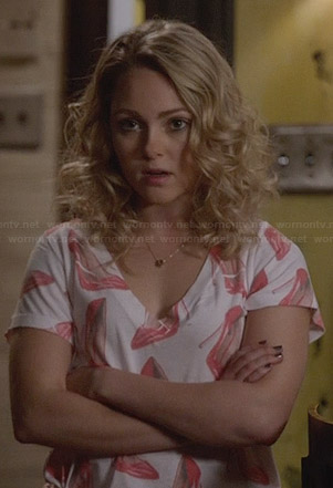 Carrie's red stiletto print tee on The Carrie Diaries
