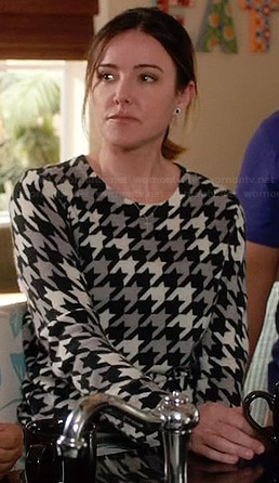 Ellie's houndstooth sweater on Cougar Town