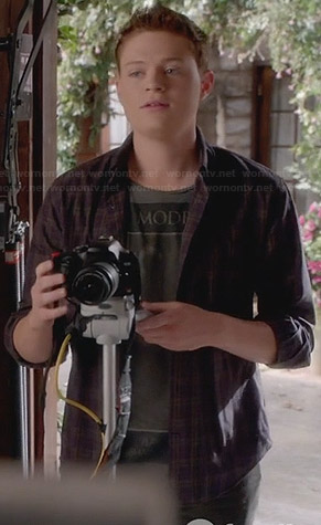 "Emmett's grey ""MODE"" t-shirt on Switched at Birth"