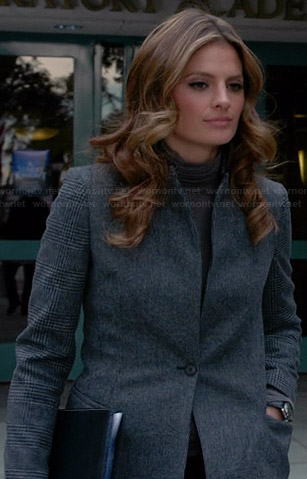 Beckett's grey coat with checked sleeves on Castle