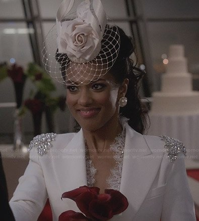 Larissa's white wedding blazer on The Carrie Diaries