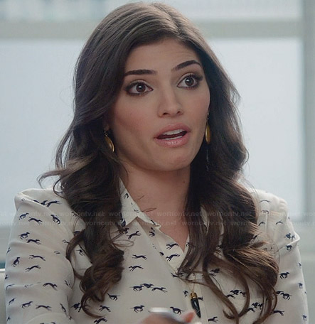 Lauren's greyhound printed shirt and black horn necklace on The Crazy Ones