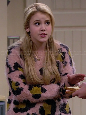 Lennox's pink leopard spot sweater on Melissa and Joey