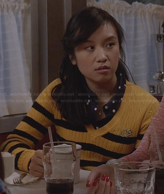 Mouse's yellow striped cable knit sweater on The Carrie Diaries