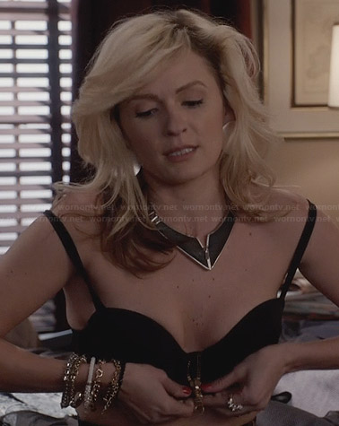 Samantha's black zip front bra on The Carrie Diaries