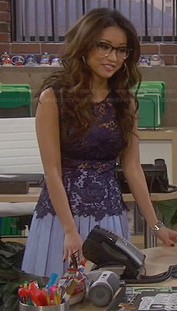 Wornontv Veronica S Navy Lace Top And Blue Pleated Skirt