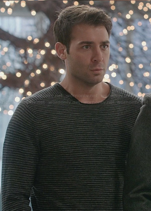 Zach's grey ribbed stripe sweater on The Crazy Ones