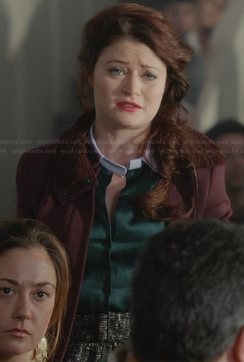 Belle's green top with white collar and burgundy fur-collar jacket on Once Upon a Time